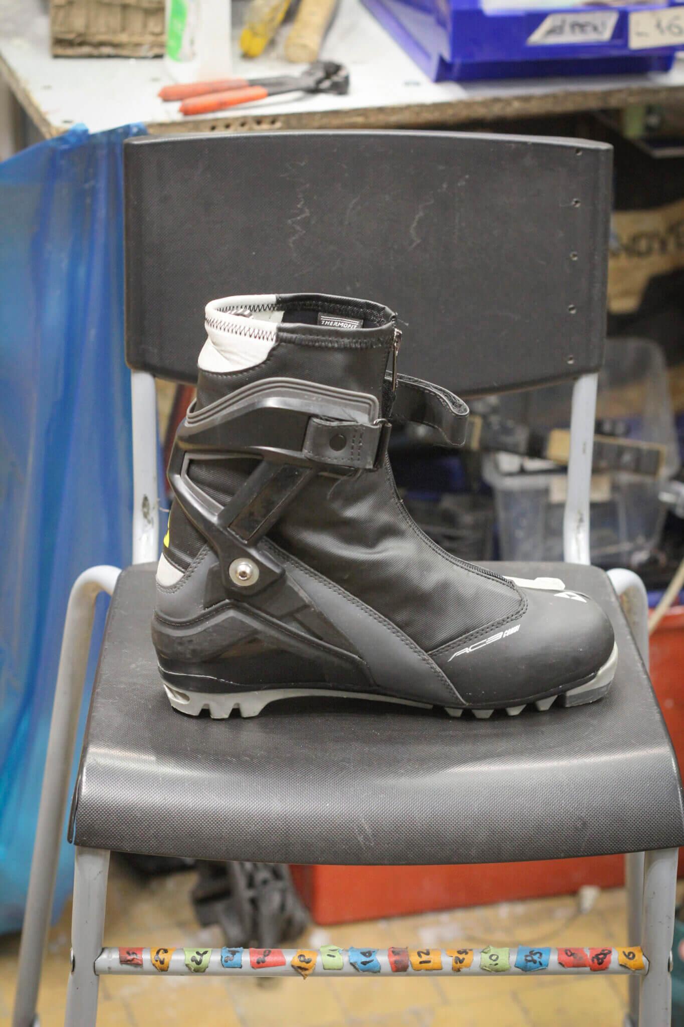 Ремонт шарнира лыжного ботинка для конькового хода